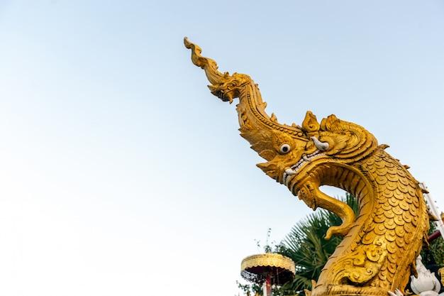 Het slangenboeddhisme in chiangrai-tempel het noorden van thailand