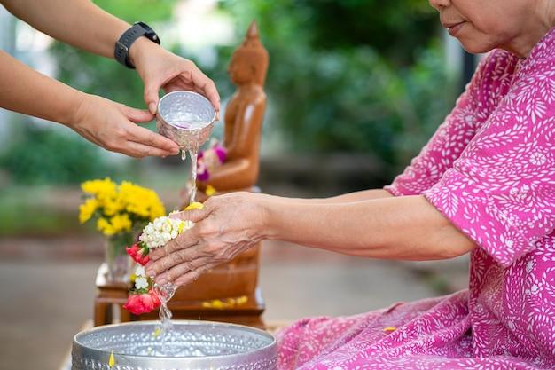 Het songkran-festival in thailand