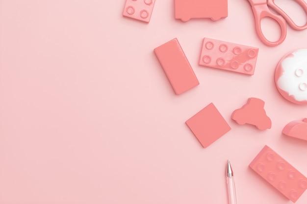 Het speelgoed van jonge geitjes op roze achtergrond met speelgoedvlakte legt hoogste mening met leeg centrum