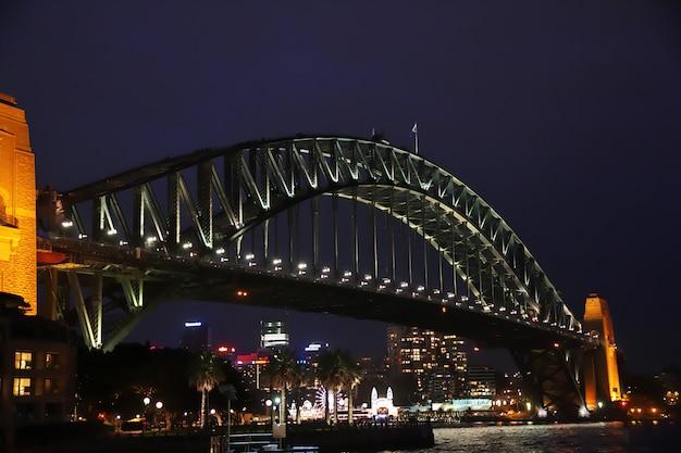 Het stadscentrum van sydney bij nacht, australië