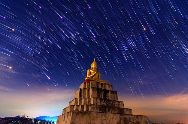 Het standbeeld meteor nakhon si thammarat thung yai thailand van boedha