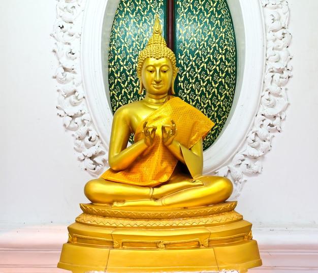 Het standbeeld van boedha in tempel, thailand.