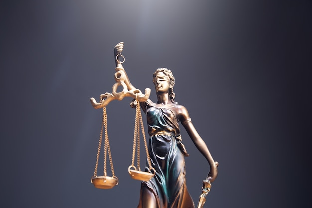 Het standbeeld van justitie symbool, juridische wet concept afbeelding