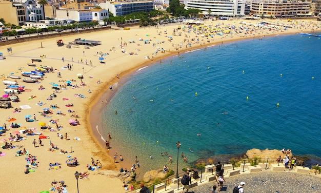 Het strand in tossa de mar, costa brava, spanje