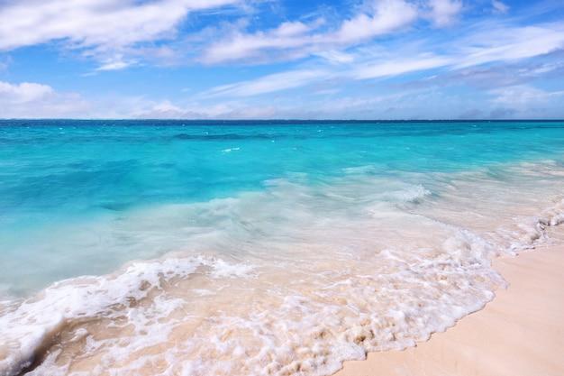 Het strand van puerto morelos in riviera maya, quintana roo, yucatan, mexico