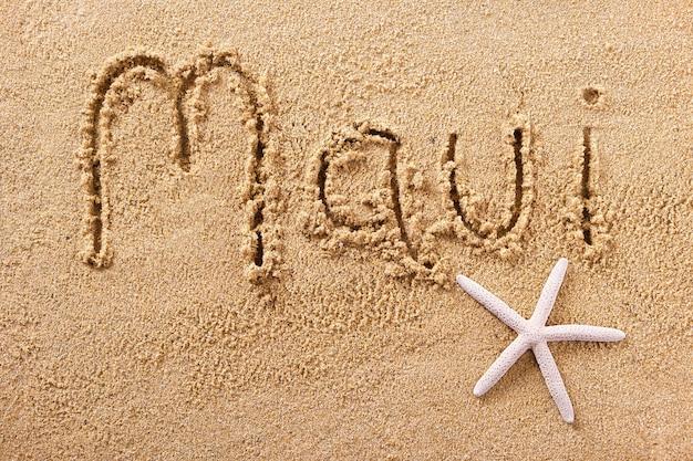Het strandwoord van maui hawaï dat in zand wordt geschreven