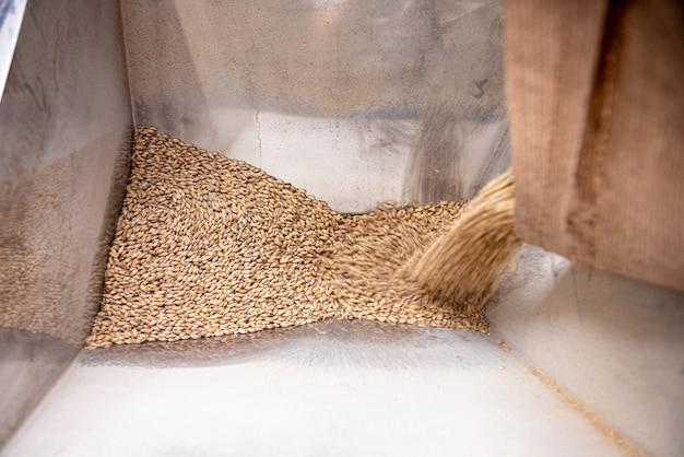 Het technologische proces van het malen van moutzaden in de molen