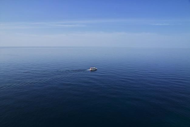 Het uitzicht op de adriatische zee, dubrovnik, kroatië