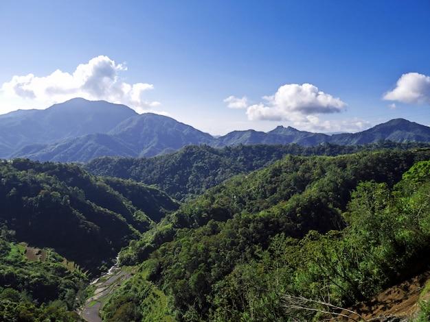 Het uitzicht op de bergen van bangaan, filippijnen