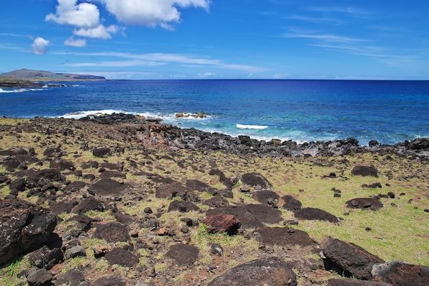 Het uitzicht op de stille oceaan in rapa nui paaseiland van chili