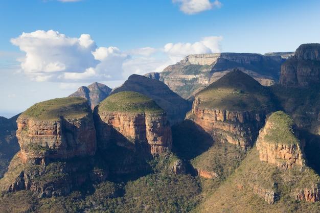 Het uitzicht op de three rondavels vanaf de blyde river canyon