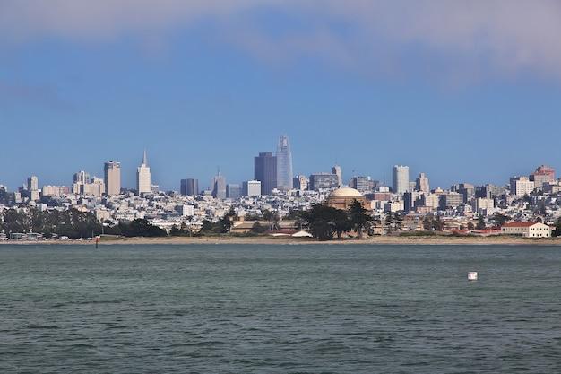 Het uitzicht op san francisco aan de westkust van de verenigde staten