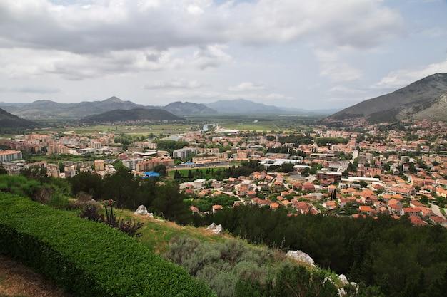 Het uitzicht op trebinje, bosnië en herzegovina