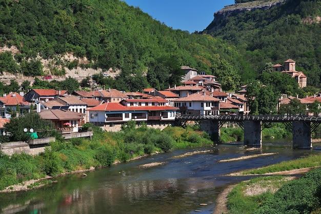 Het uitzicht op veliko tarnovo in bulgarije