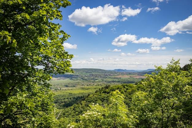Het uitzicht vanaf kasteelruïne rezi in hongarije