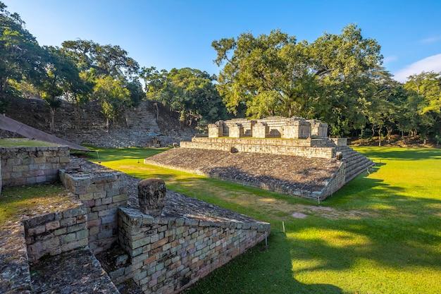 Het veld van het balspel in de tempels van copan ruinas