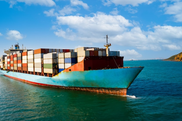 Het verschepen van vrachtcontainers bedrijven diensten import en export internationaal transport