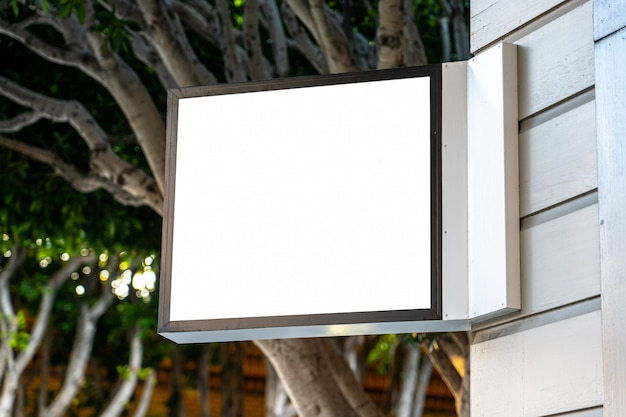 Het vierkante witte concept van het bedrijfsteken op een winkel