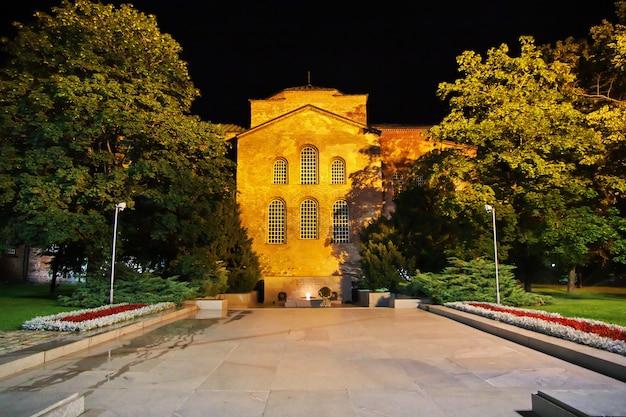 Het vintage huis 's nachts in sofia van bulgarije