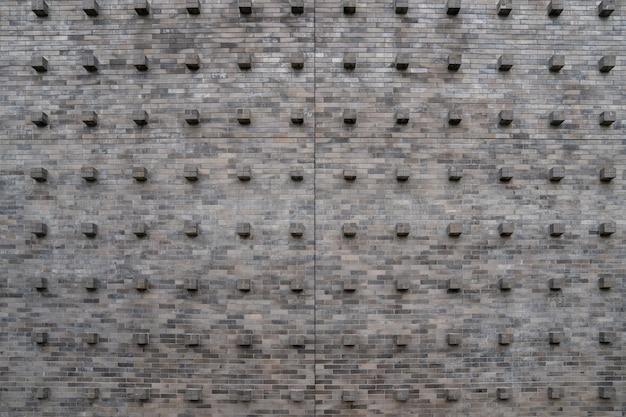 Het vintage klassieke oude kubussteenblok aan de muur met de tegel en het naadloze patroon.