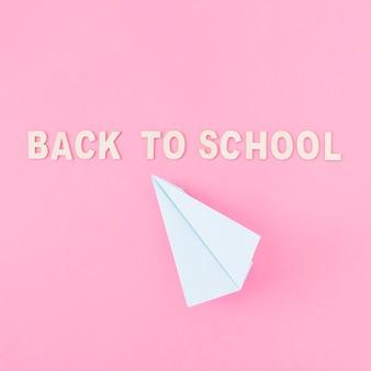 Het vliegtuig van het document dichtbij terug naar school het schrijven