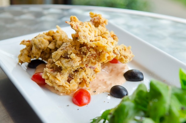 Het voedsel dat van thailand krabsalade bevat. kruiden en groenten van thailand
