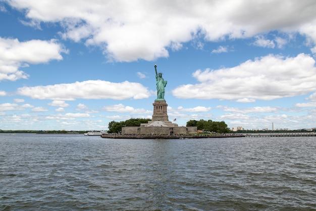 Het vrijheidsbeeld is een mijlpaal en beroemd in new york, vs.