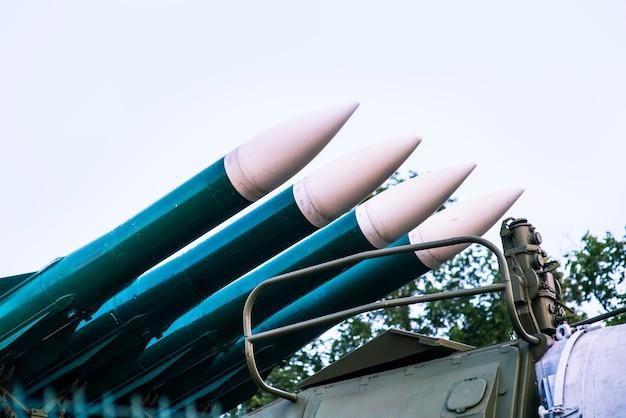 Het wapen van de strijdkrachten. luchtafweer raketten raketten met kernkop gericht naar de hemel