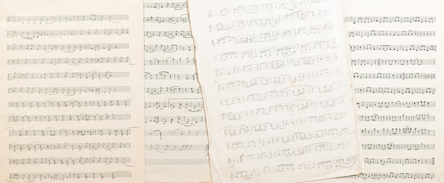 Het werk van de oezbeekse volkscomponist vintage vel papier met handgeschreven muzieknoten