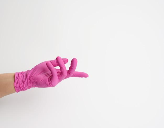 Het wijfje dient een roze latexhandschoen in, open palm
