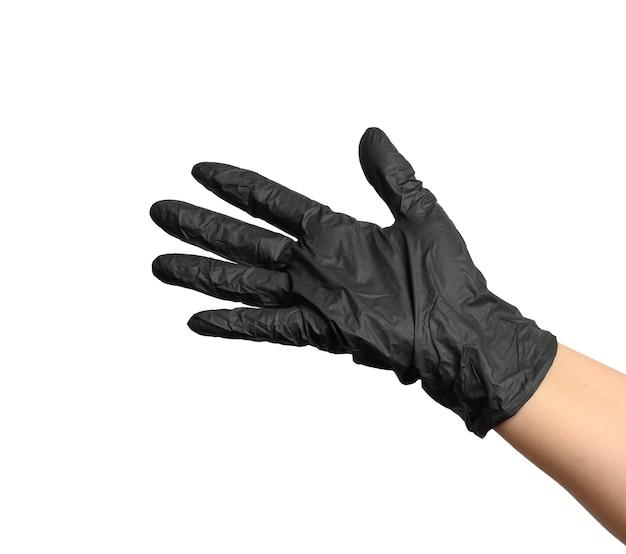 Het wijfje dient een zwarte latexhandschoen op een witte achtergrond in, open palm