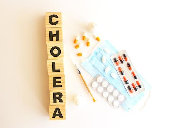 Het woord cholera is gemaakt van houten blokjes op een wit