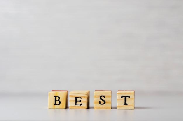 Het woord het beste gemaakt van letters op houten kubussen