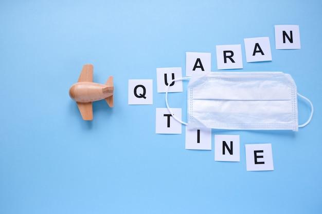 Het woord quarantaine geschreven op een blauwe achtergrond