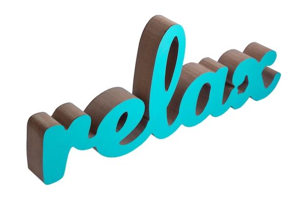 Het woord relax in turquoise kleur op een witte achtergrond met uitknippad.