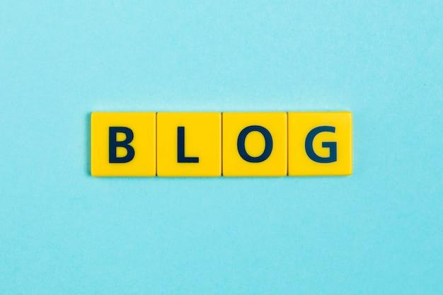 Het woord van blog op graait tegels