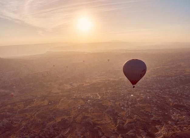 Hete luchtballon in cappadocië