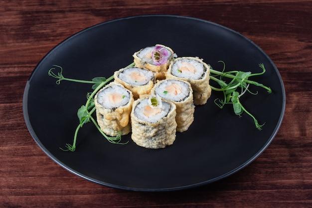 Hete sushi of broodjes gebakken in het beslag