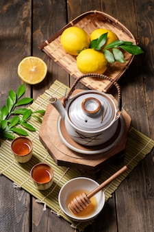 Hete thee met citroen en natuurlijke honing, goede traktatie om vitamines en sterke immuniteit te hebben.
