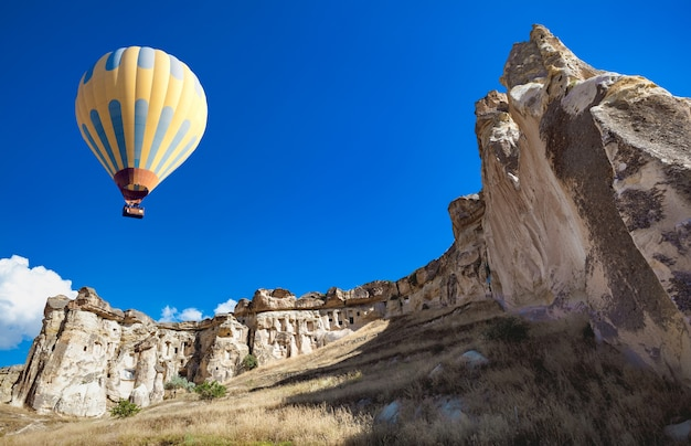 Heteluchtballon boven cappadocië