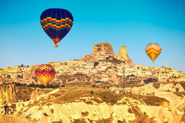 Heteluchtballonnen boven cappadocië