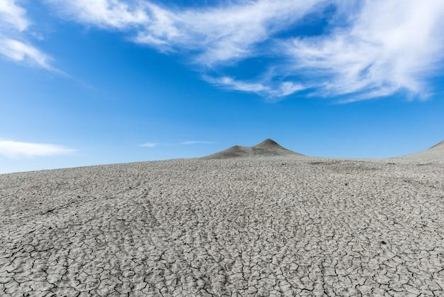 Heuvels van moddervulkanen