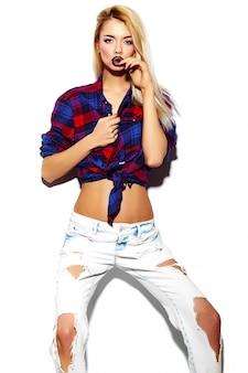 High fashion look.glamor stijlvolle grappige sexy mooie jonge blonde vrouw model in doek van de zomer heldere hipster