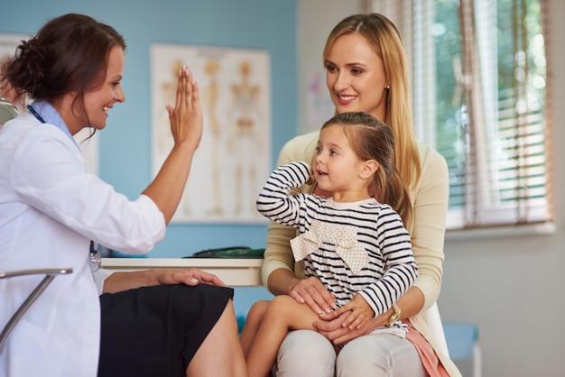 High-five mijn kleine maar dappere patiënt