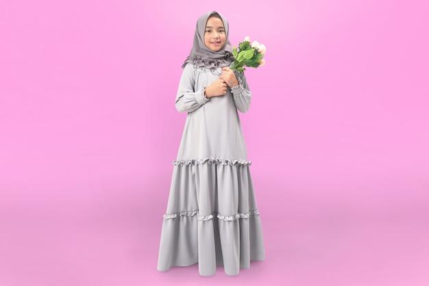 Hijab meisje in jurk met bloem