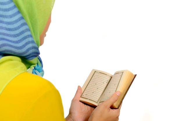 Hijab vrouw koran lezen