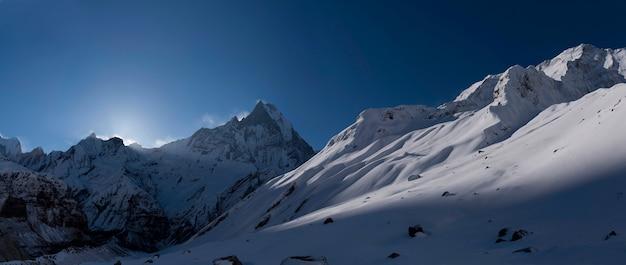 Himalaya uitzicht op de bergen vanuit anapurna basiskamp