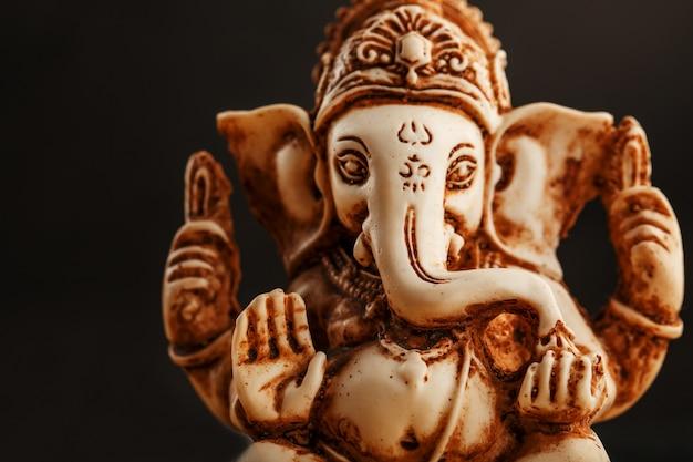 Hindoese god ganesh op wit