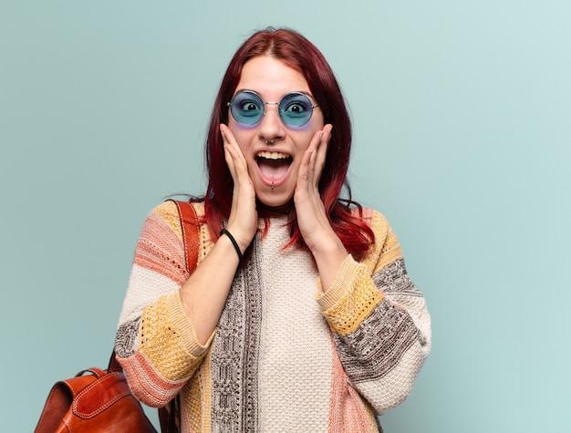 Hippie student vrouw met een kopie ruimte