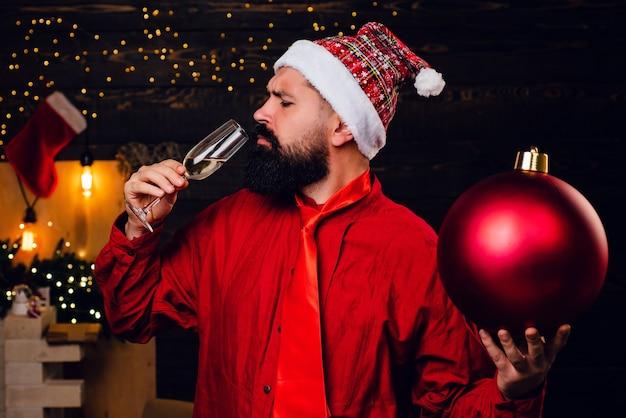 Hipster kerstman. grappige kerstman. bom tekst kopie ruimte. kerstfeest. nieuwjaarsuitverkoop